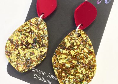 Betty dangle in gold rainbow glitter and red mirror 2